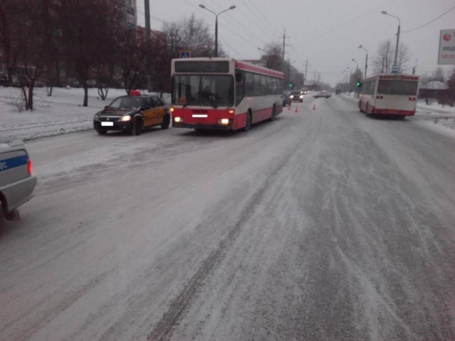 В Перми под автобус попал мальчик - фото 1