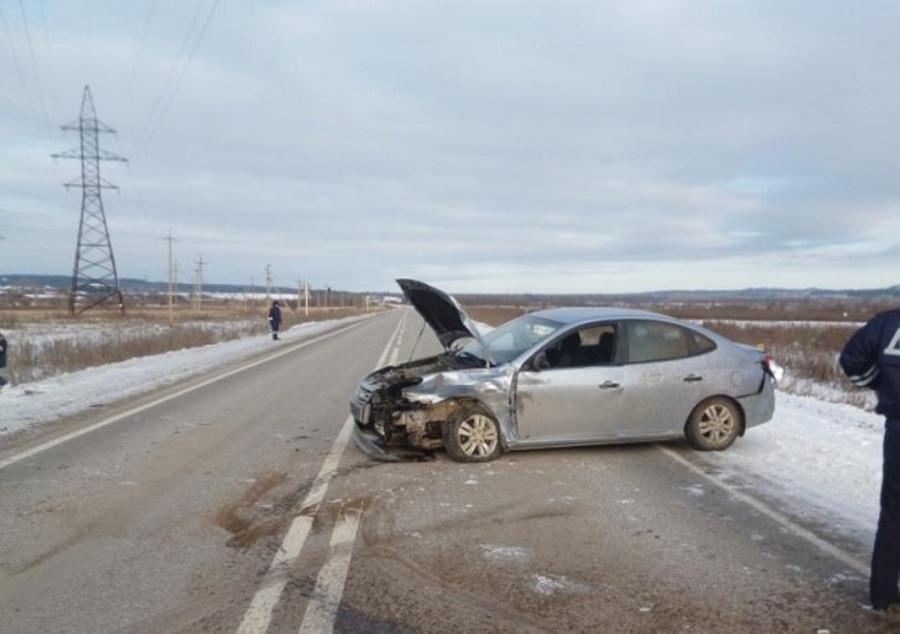 В Пермском крае в столкновении Хендая и Мицубиси ранены два человека - фото 2