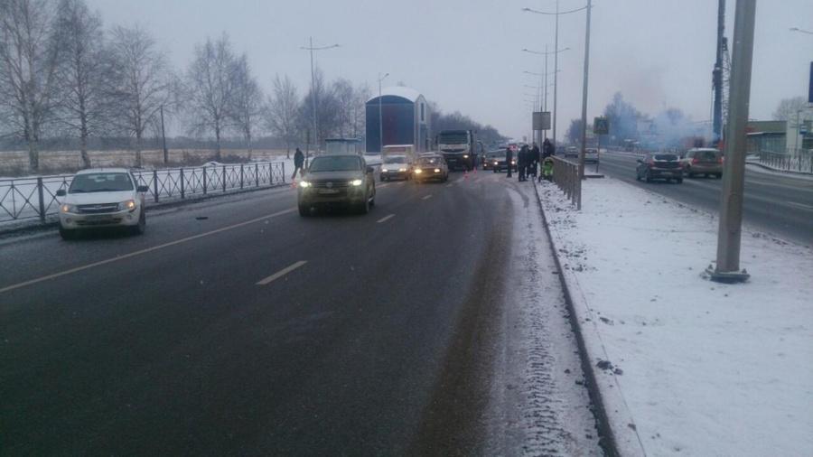 В Перми водитель Гранты сбил коляску с младенцем - фото 1