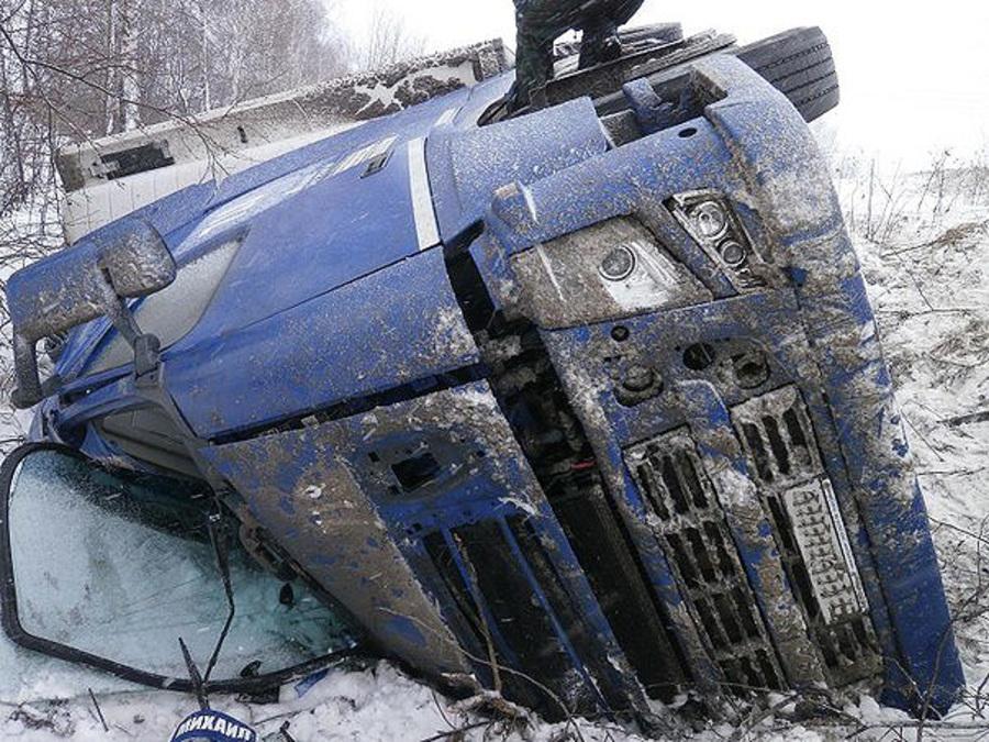 На трассе Пермь - Екатеринбург произошло два ДТП с участием четырех грузовиков - фото 1