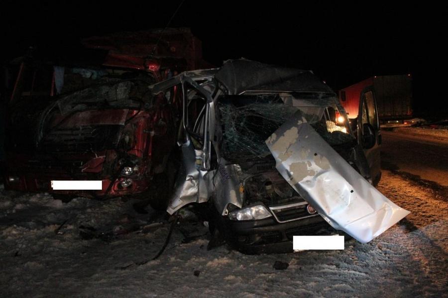 В Нытвенском районе Фиат врезался в самосвал, один человек погиб, трое ранены
