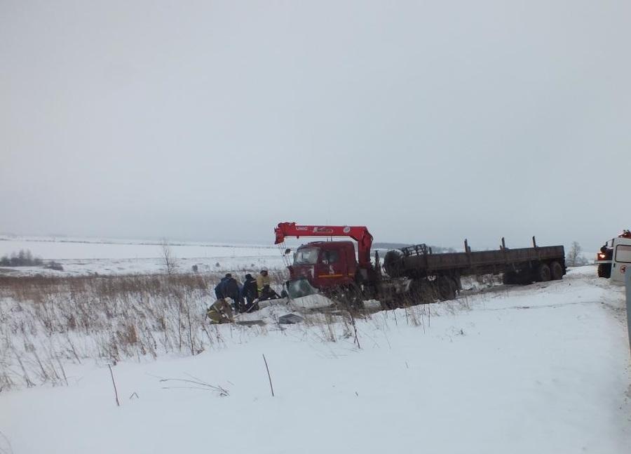 В Пермском крае в столкновении КАМАЗа и Шевроле погибли четыре человека