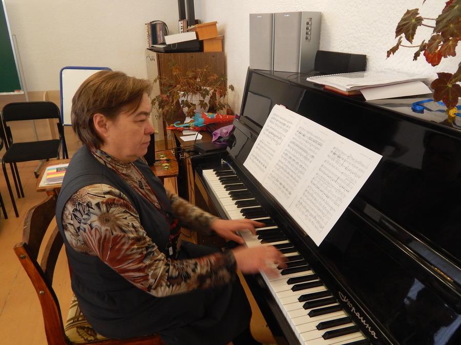 В Чусовом дошкольники знакомились с музыкальными инструментами