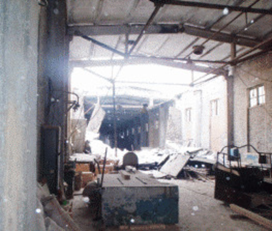 В Соликамске в обрушившемся здании цеха погибла женщина - фото 1