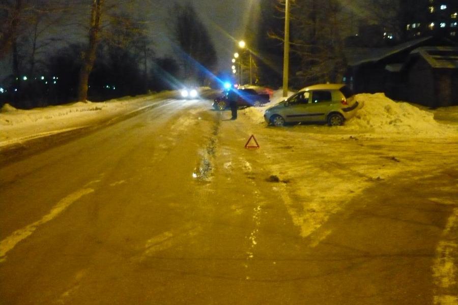 В Перми водительница Хендая не уступила дорогу ВАЗу и получила травмы