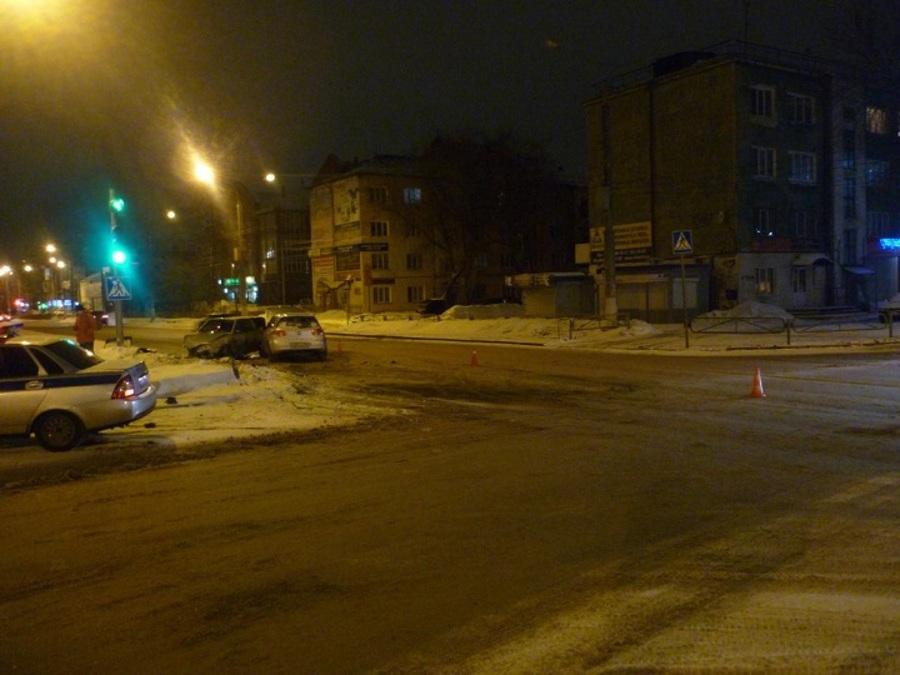 В Перми в столкновении ВАЗа и Фольксвагена травмированы три человека