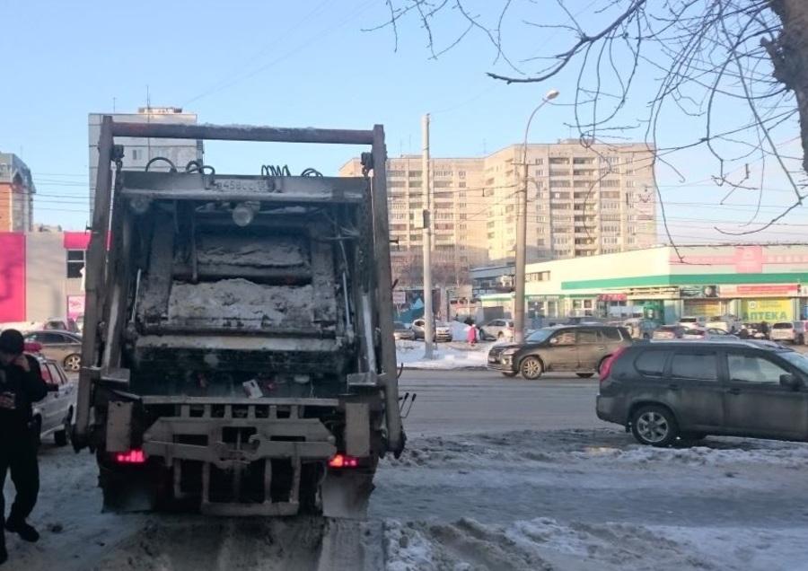 В центре Перми мусоровоз раздавил пенсионерку