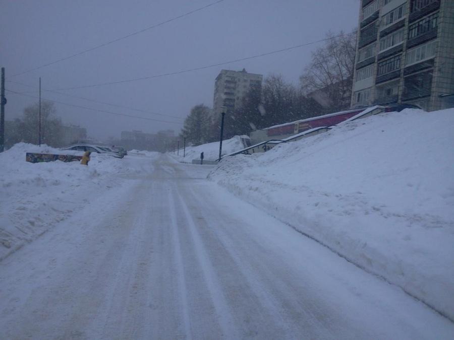 В Перми мальчик на снегокате скатился под колеса автомобиля
