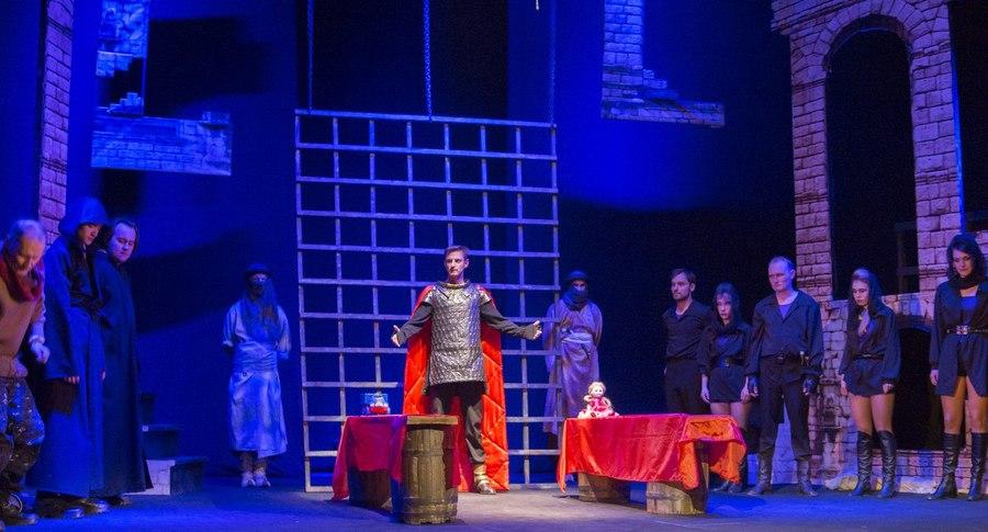 В Березниковском театре показали «Чуму на оба ваши дома»