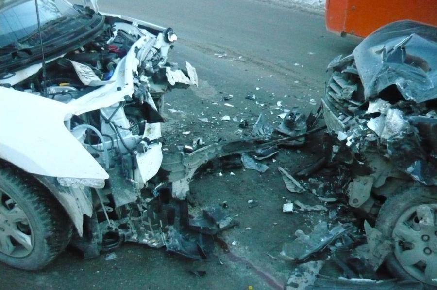 В ДТП в Дзержинском районе Перми пострадали три человека