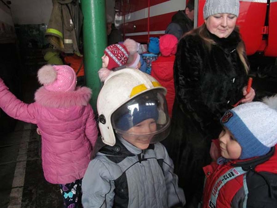 В Кизеле дети побывали в гостях у пожарных - фото 1
