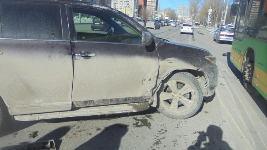 В Перми в столкновении автомобилей травмированы два человека - фото 1