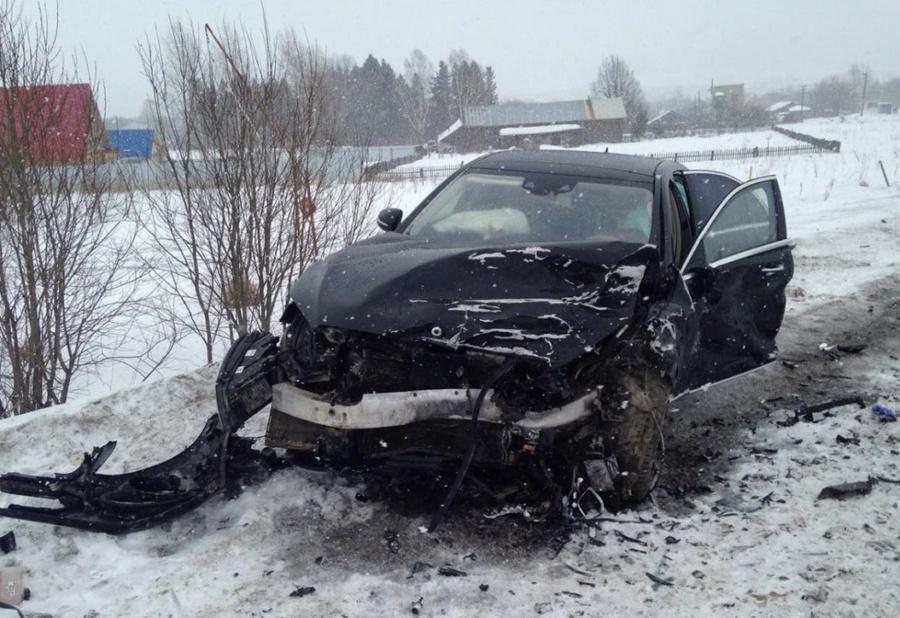В Пермском районе в столкновении автомобилей Мерседес и Гранта погиб человек