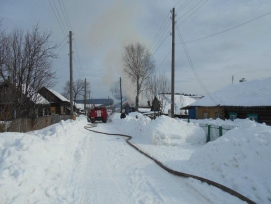 В Краснокамском районе сгорел дом с надворными постройками - фото 3