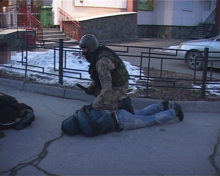 Предполагаемых продавцов взрывчатки нашли на Парковом - фото 1