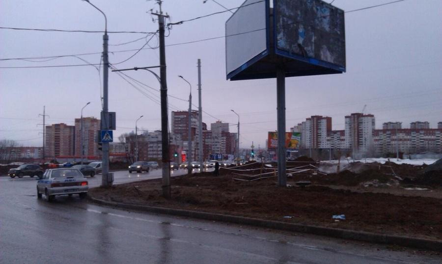 В Перми водитель Форда опрокинул автомобиль, трое раненных