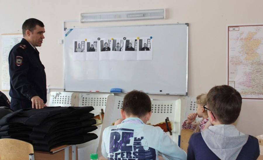 В Чайковском школьников познакомили с профессией полицейского - фото 1