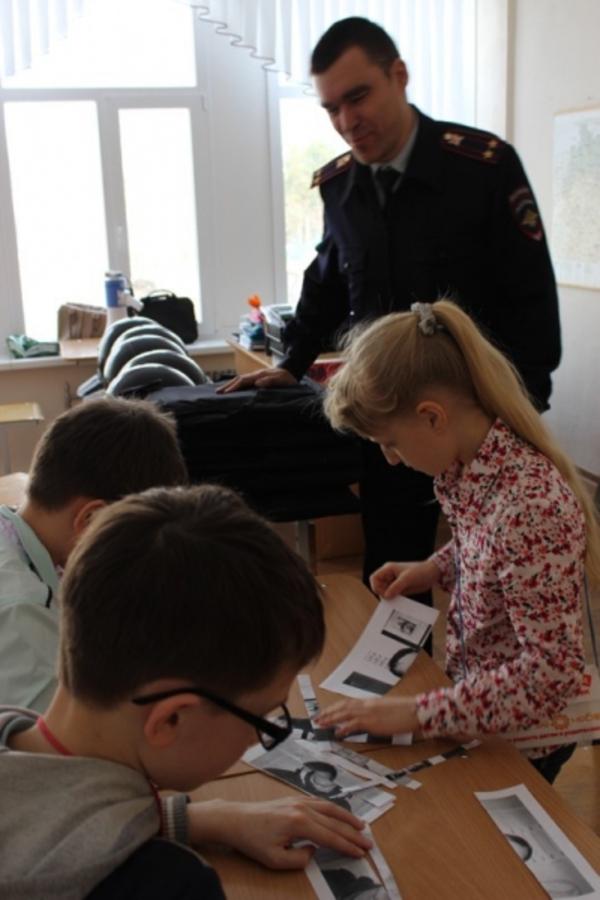 В Чайковском школьников познакомили с профессией полицейского - фото 2