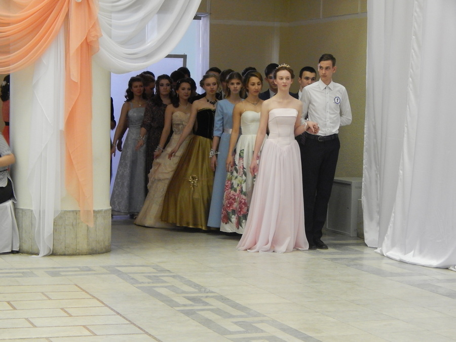 В Чусовом состоялся бал старшеклассников