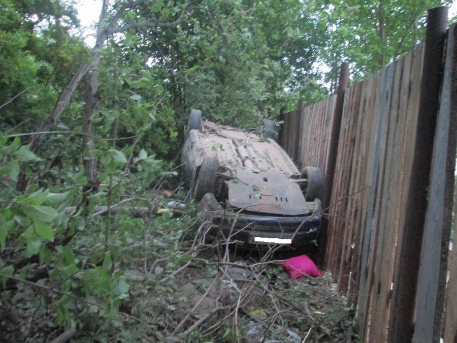 В Пермском крае Шевроле Лачетти улетела с трассы и перевернулась - фото 1
