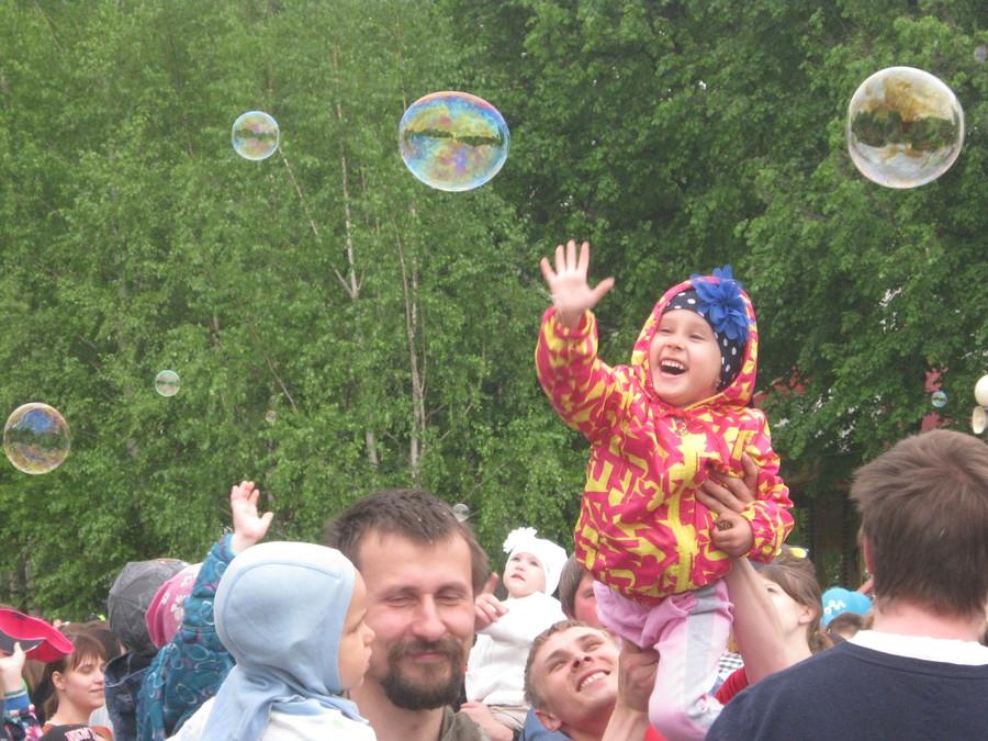 День мыльных пузырей расстроил некоторых пермяков