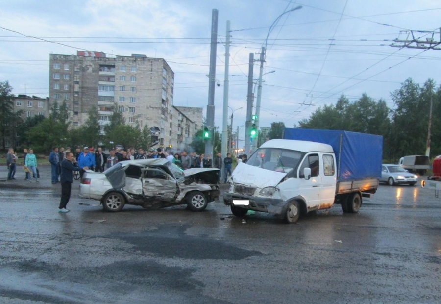 В Березниках в ДТП погиб подросток, другой, управлявший машиной, тяжело ранен
