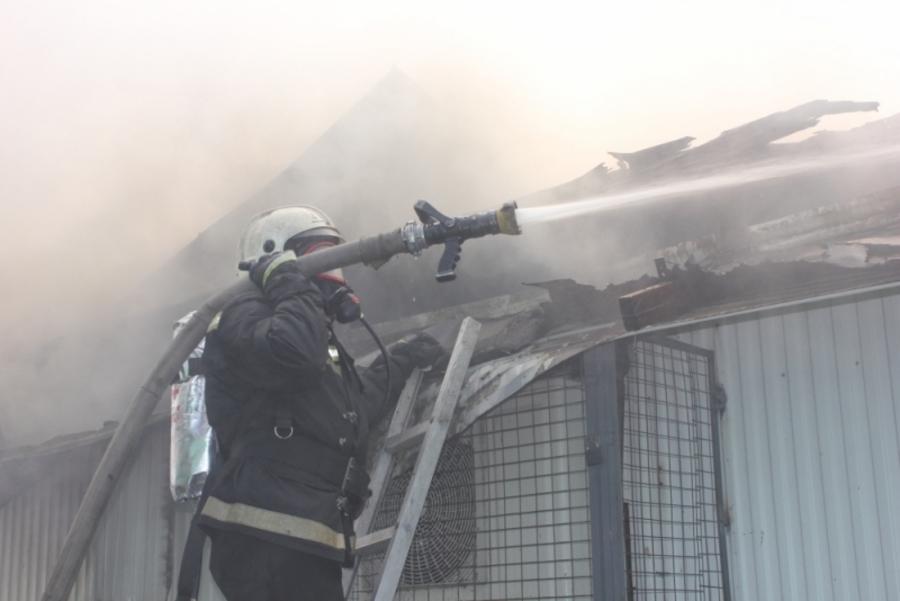 В Пермском районе пожарные тушили продовольственный магазин - фото 1