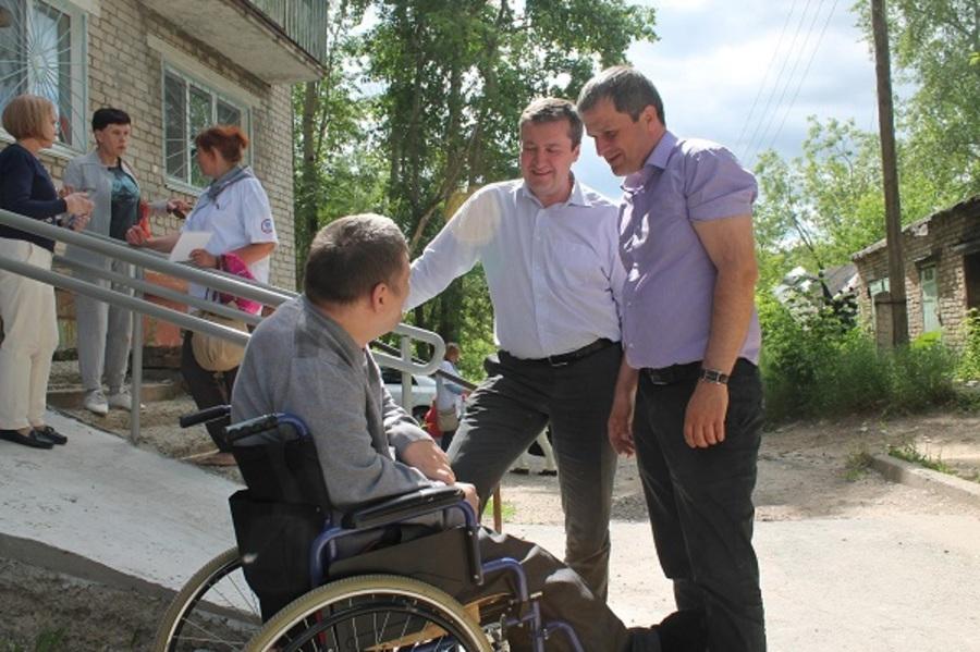 Активисты народного фронта помогли инвалиду - фото 1