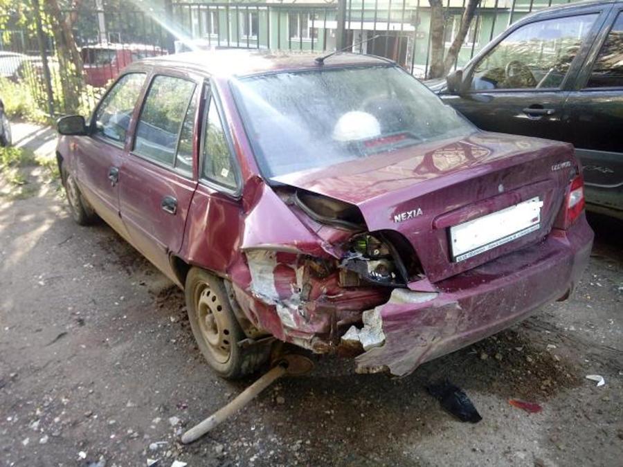 В Перми пьяный водитель подбил три припаркованных автомобиля - фото 1