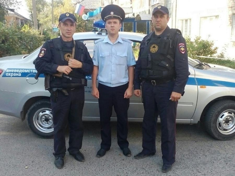 Пермские полицейские спасли на пожаре мальчика, ещё 40 человек эвакуировали - фото 1