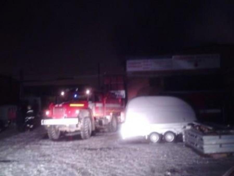 Сегодня ночью сгорел автосервис в Свердловском районе
