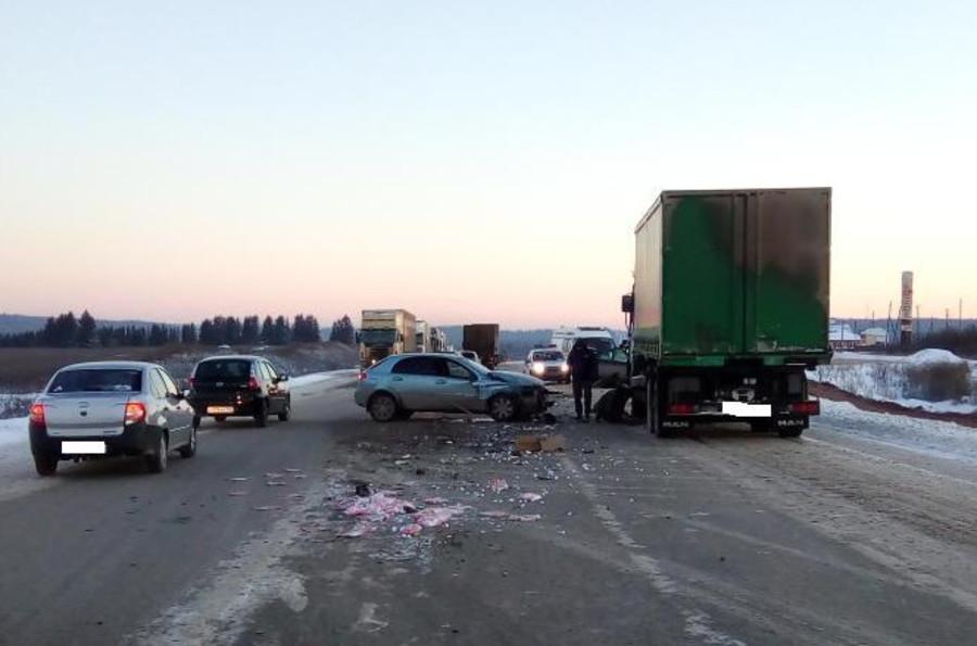В Пермском районе в столкновении четырех автомобилей погибла женщина-водитель