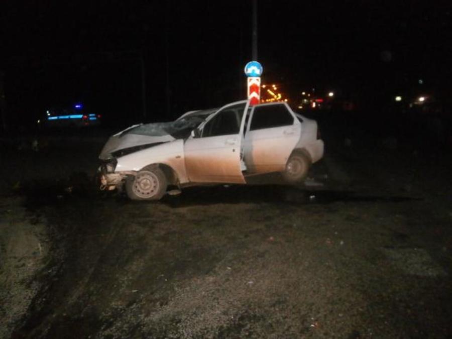 В Перми водитель Приоры врезался в металлическую опору - фото 1