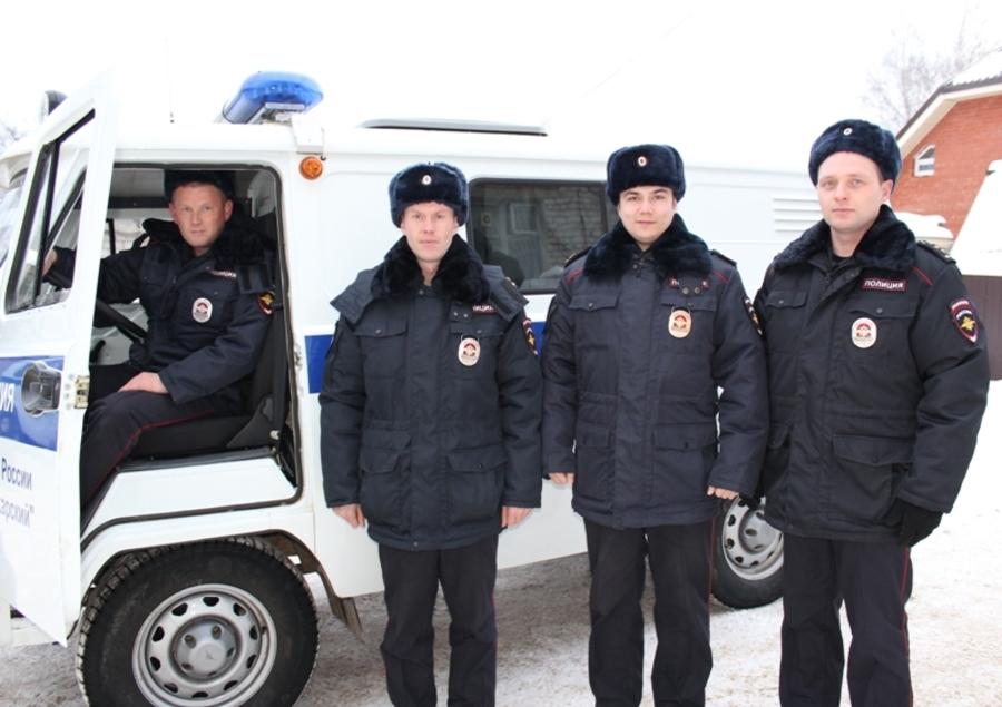 В Пермском крае полицейские вынесли на руках заблудившегося в лесу мужчину