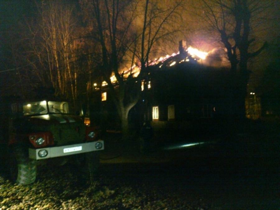 В Соликамске сгорел 12-квартирный дом