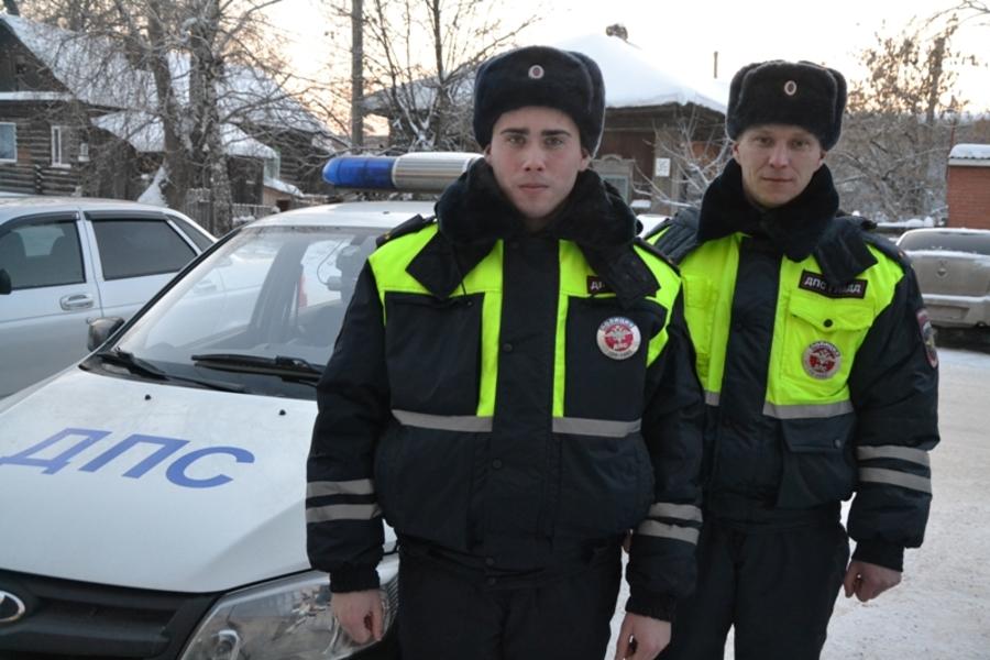 Полицейские Пермского края помогли на трассе женщине-водителю