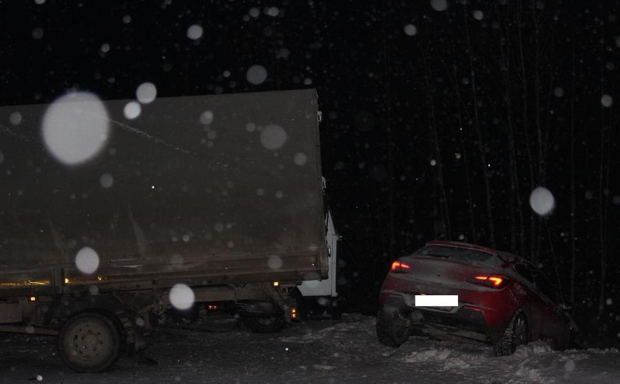 На трассе Пермь — Екатеринбург в замесе из 4 автомобилей погиб один из водителей - фото 1