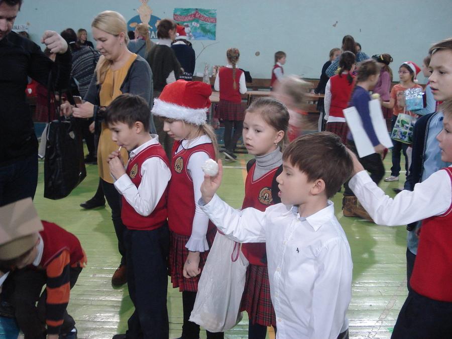 В Пермской школе прошла благотворительная ярмарка
