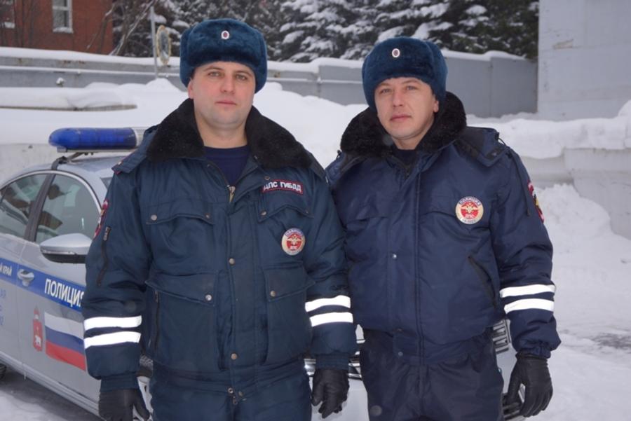Пермские полицейские спасли замерзающего водителя