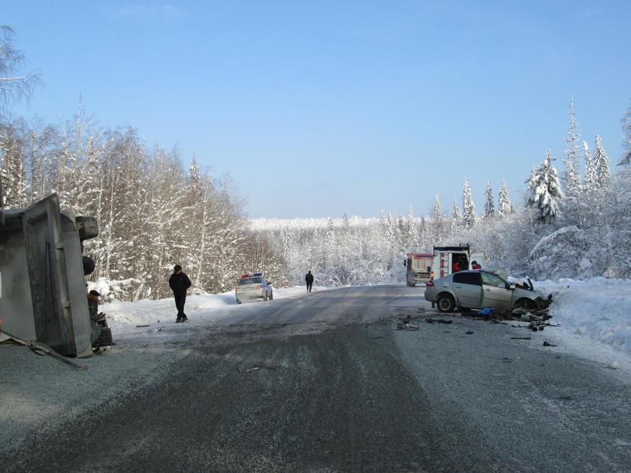 В Пермском крае в столкновении фуры и легковушки погиб водитель