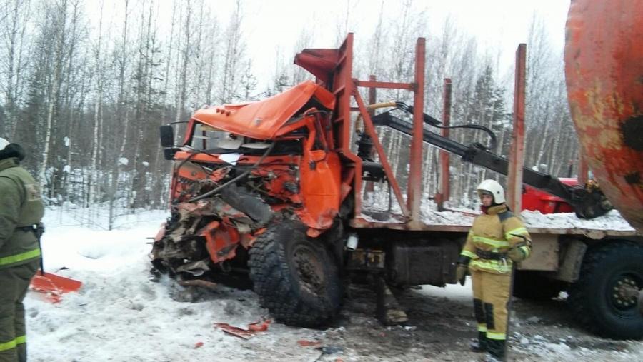 В Пермском крае в столкновении КАМАЗов тяжело ранен водитель одного из них - фото 1