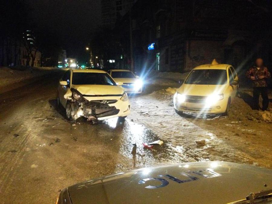 В ДТП в Свердловском районе Перми травмирована девушка - фото 1