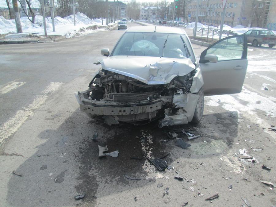 В Березниках в столкновении двух Фордов пострадали водитель и пешеход - фото 1