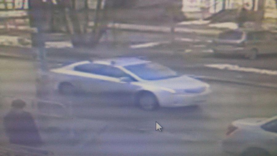 В Перми неизвестный автомобиль сбил девушку