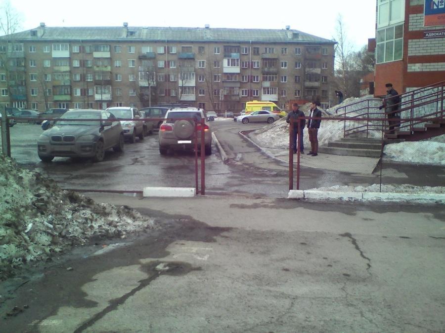 В Перми водитель Фольксвагена сбил женщину с ребенком - фото 1