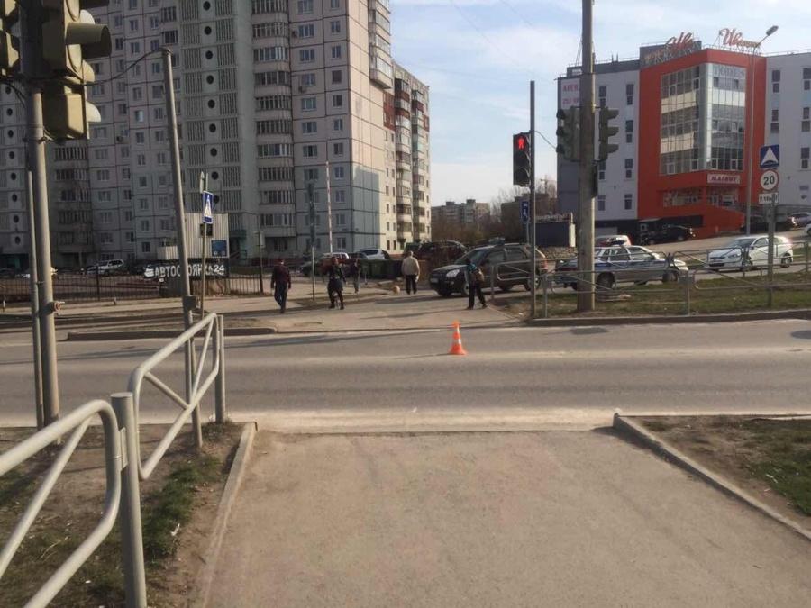 В Перми мотоциклист на пешеходном переходе сбил женщину - фото 1