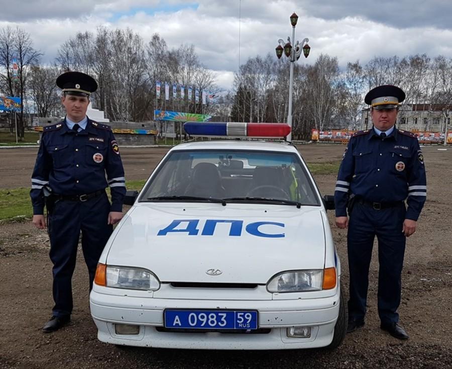 Пермские автоинспекторы спасли семью на пожаре