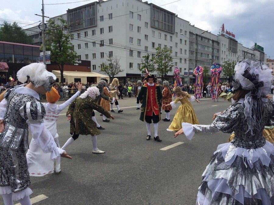 Пермские студенты-политехники приняли участие в городском карнавале - фото 1