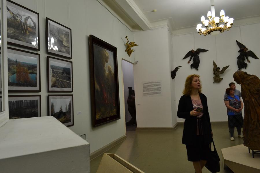 В Пермской галерее путешествуют по лесу