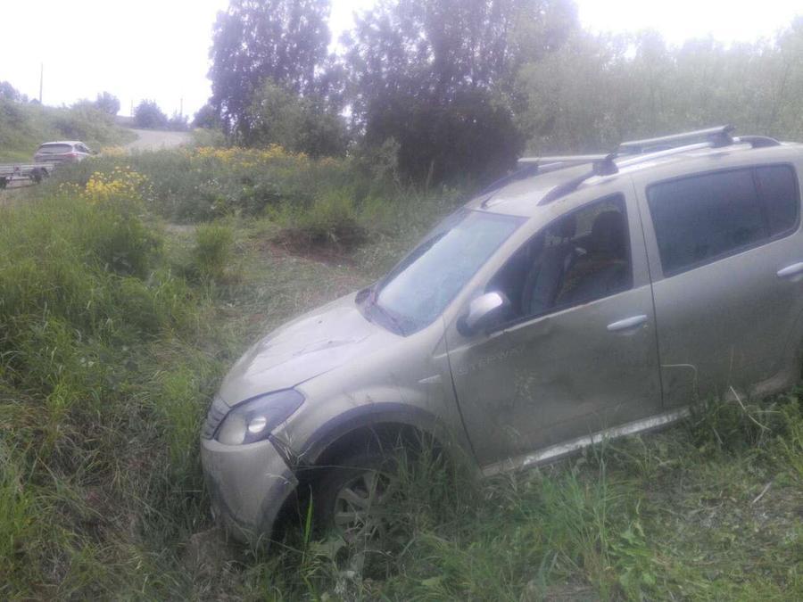 В Кунгуре пьняый водитель перевернулся на автомобиле Рено Сандеро